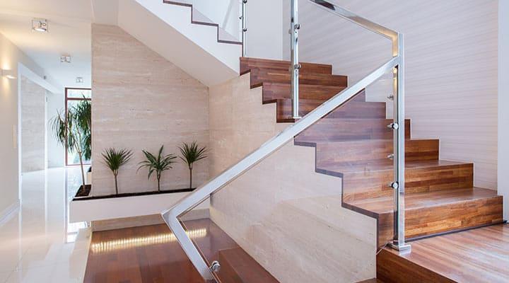 Balustrady szklane na schody