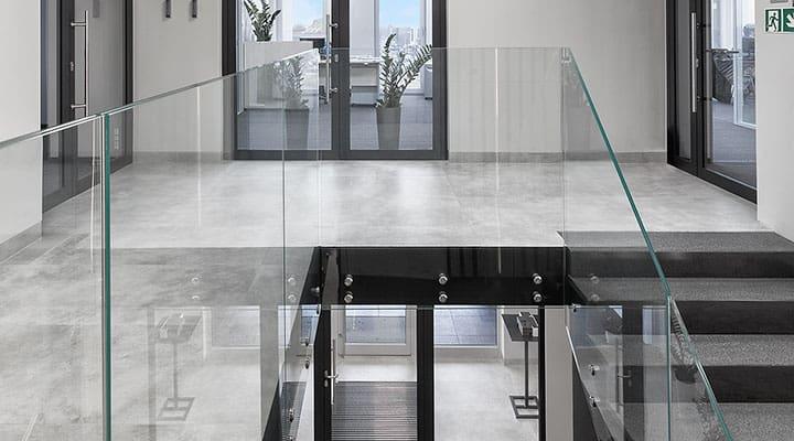 Balustrady szklane wewnętrzne