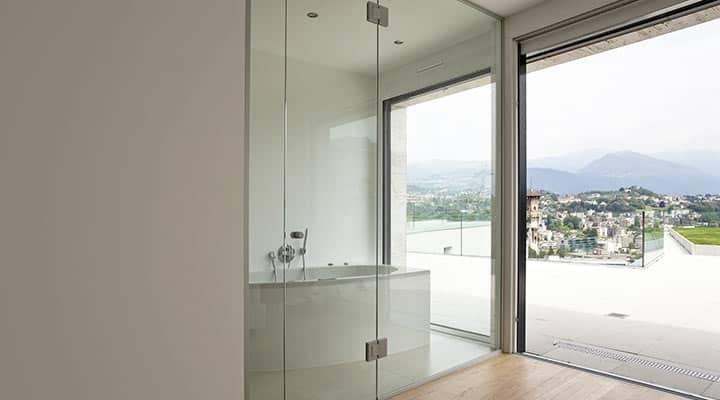 Ściana szklana w łazience