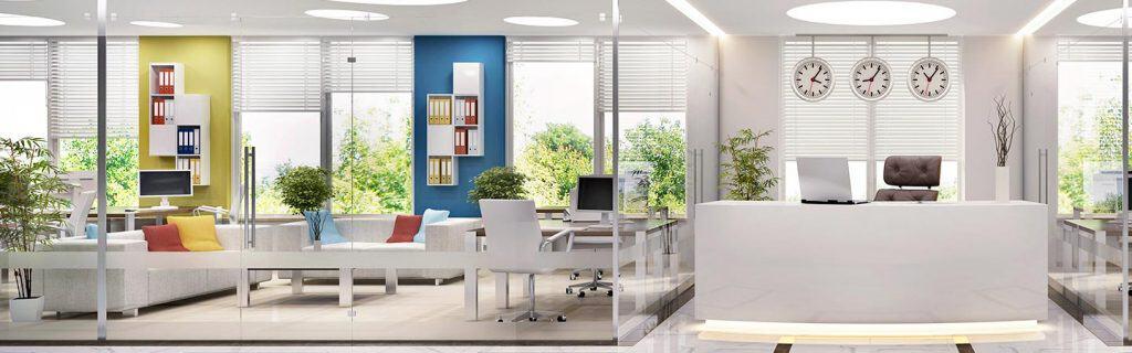 Zabudowa sciany ze szkła w biurze