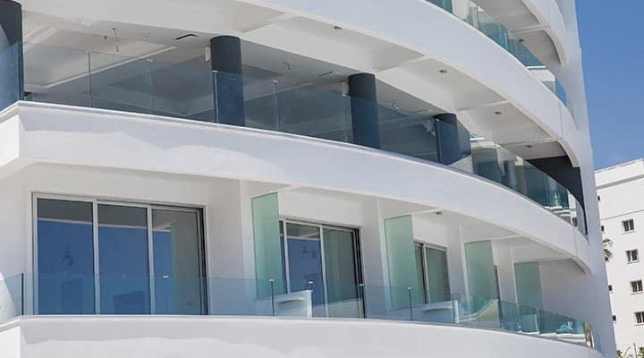 Balustrady szklane zewnętrzne ze szkła bezpiecznego